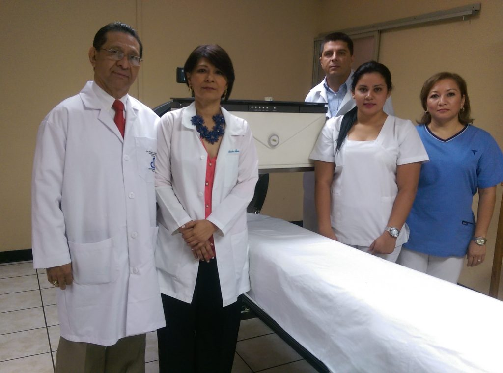 licenciadas en enfermería, expertas en el manejo de pacientes con radiacion.